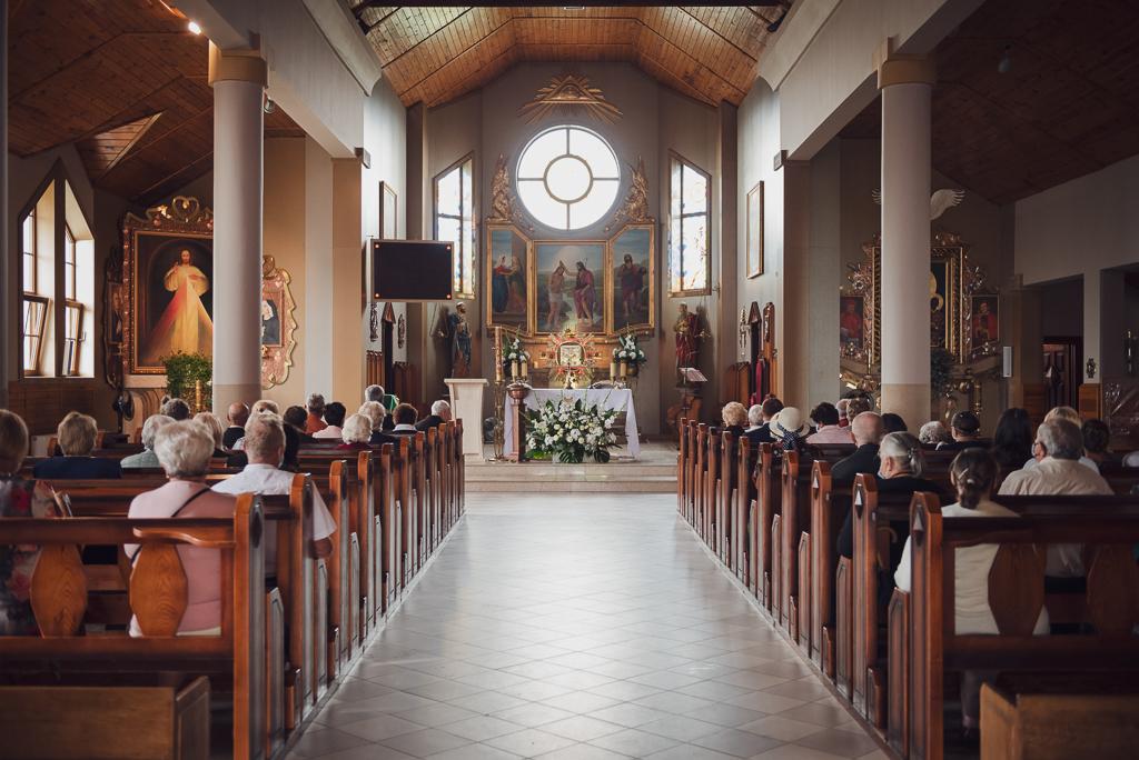 Wnętrze kościoła przed chrztem